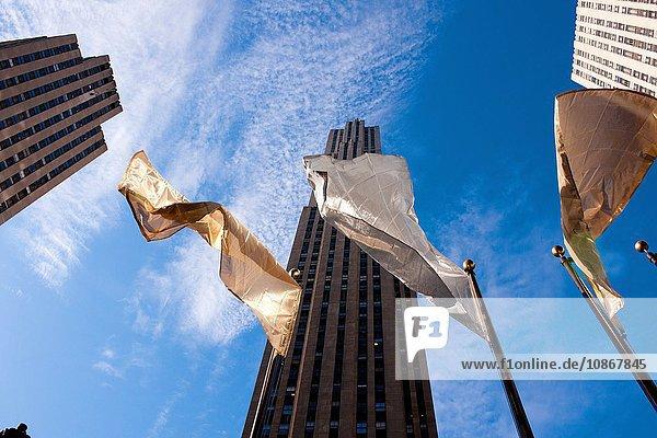 Flaggen am Rockefeller Center  Manhattan  New York City  USA