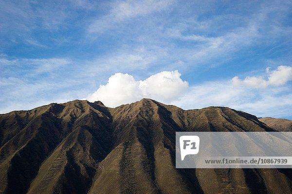 Gebirgskette hinter der Stadt Ollantaytambo  Peru