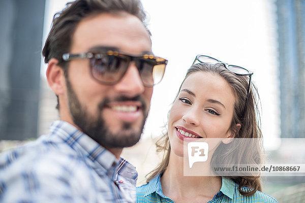 Touristenpaar posiert für Selfie  Dubai  Vereinigte Arabische Emirate
