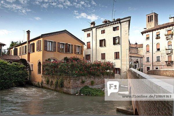 Fluss und Gebäude in Treviso  Italien