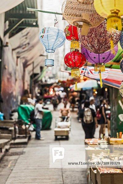 Marktstände und Einkäufer  Hongkong  China