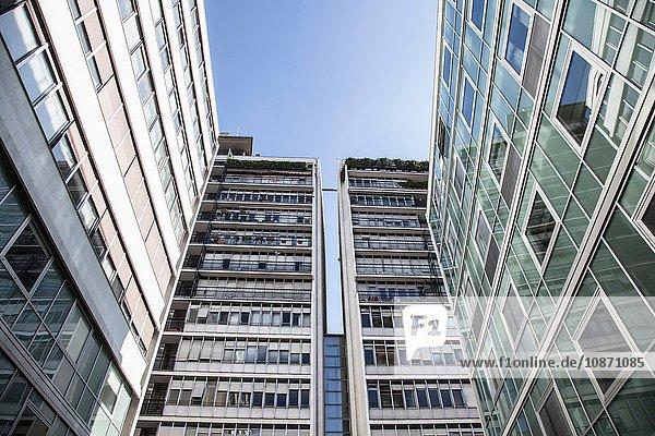 Symmetrische Ansicht des Bürogebäudes  Mailand  Italien