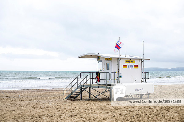 Rettungsschwimmerturm am Strand von Bournemouth  Bournemouth  Dorset  UK Rettungsschwimmerturm am Strand von Bournemouth, Bournemouth, Dorset, UK