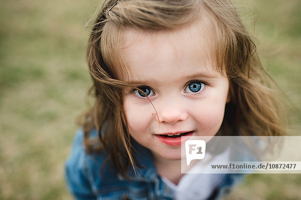 Portrait of young girl  outdoors  close-up
