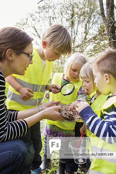 Schweden  Vastergotland  Olofstorp  Bergum  Kinderbetreuung (2-3  6-7) im Freien