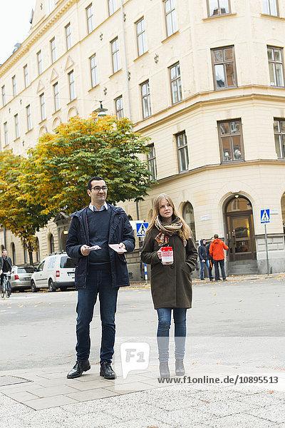 Schweden  Sodermanland  Stockholm  Sodermalm  Charity Freiwillige auf der Straße