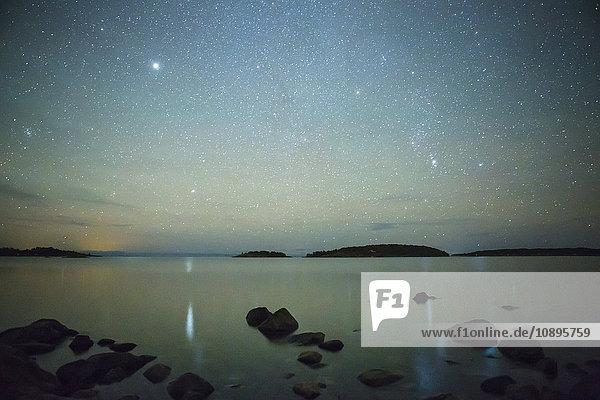 Schweden  Medelpad  Juniskar  Meerblick bei Nacht