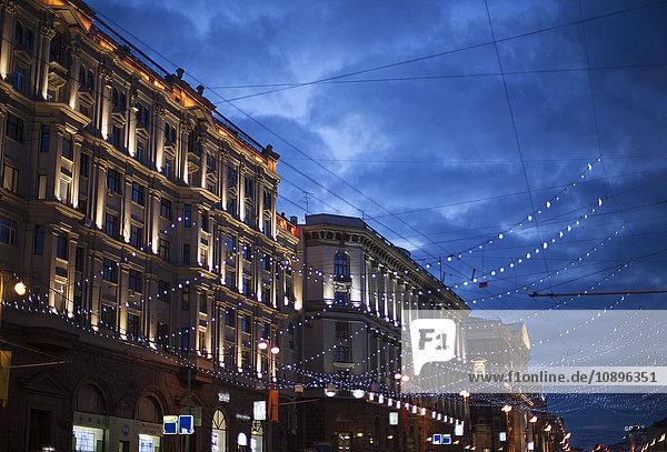 Russland  Moskau  Weihnachtsdekoration in der Straße