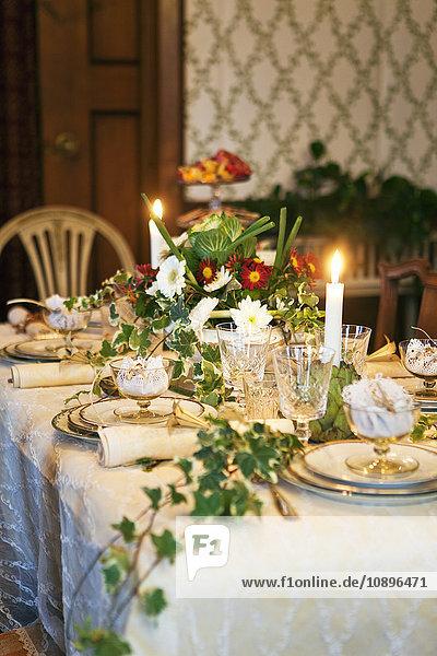 Schweden  Nacka  Sjotorpsvagen  Luxuriöses Abendessen