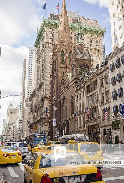 USA  New York  Manhattan  Taxis in der Straße