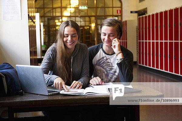 Schweden  Stockholm  Ostermalm  Schüler lernen in der Schule