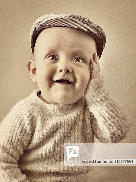 Porträt des süßen Jungen (6-11 Monate)