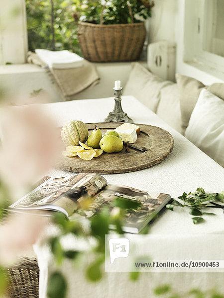 Schweden  Vastergotland  Blick auf den Tisch im Wintergarten