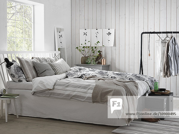 Schweden,  Vastergotland,  Weißes modernes Schlafzimmer