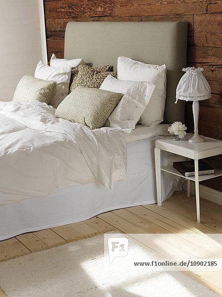 Schweden  Schlafzimmer mit Holz und weißem Farbthema
