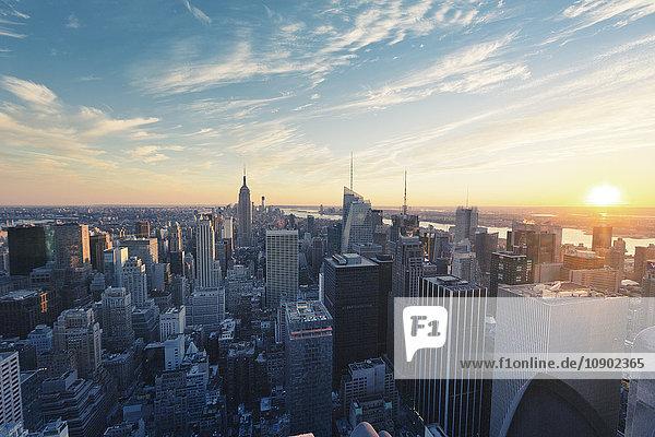 USA  New York State  New York  Manhattan  Hochwinkelansicht der Stadt bei Sonnenaufgang
