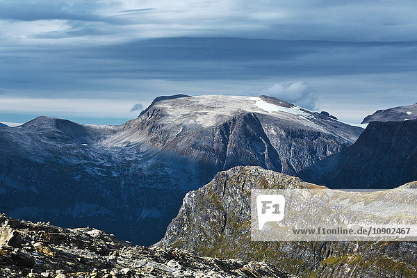 Norway  More og Romsdal  Sunnmore  Scenic view of mountainous landscape
