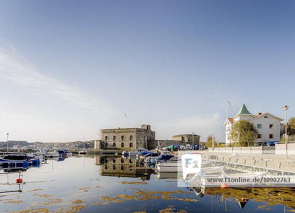 Schweden  Westküste  Bohuslan  Marstrand  Blick auf das Fischerdorf am Wasser