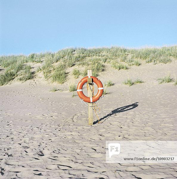 Finnland  Pori  Yyteri  Rettungsring am Sandstrand