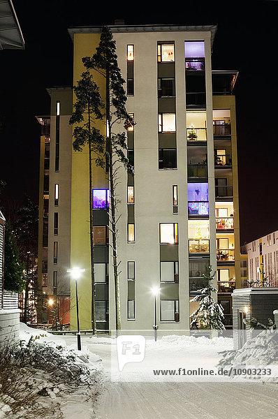 Finnland  Uusimaa  Espoo  Matinkyla  Ansicht des beleuchteten Gebäudes
