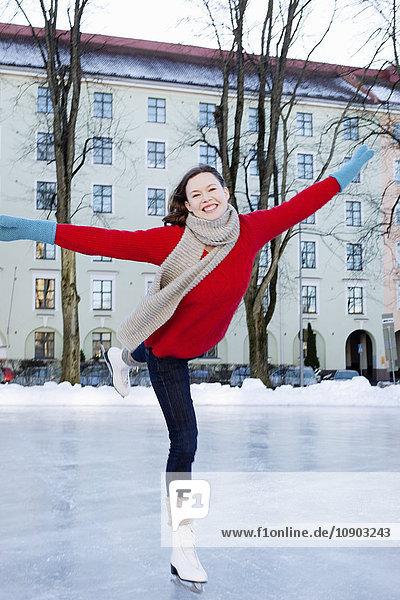 Finnland  Helsinki  Hesperianische Esplanade  Eislaufplatz für Frauen