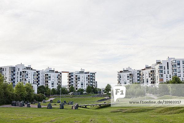 Finnland  Uusimaa  Helsinki  Vuosaari  Grüner Park im Wohngebiet