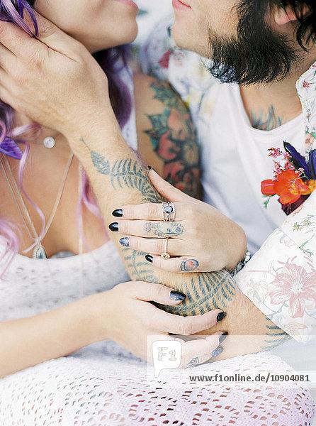 Schweden  Brautpaar bei Hippie-Hochzeit