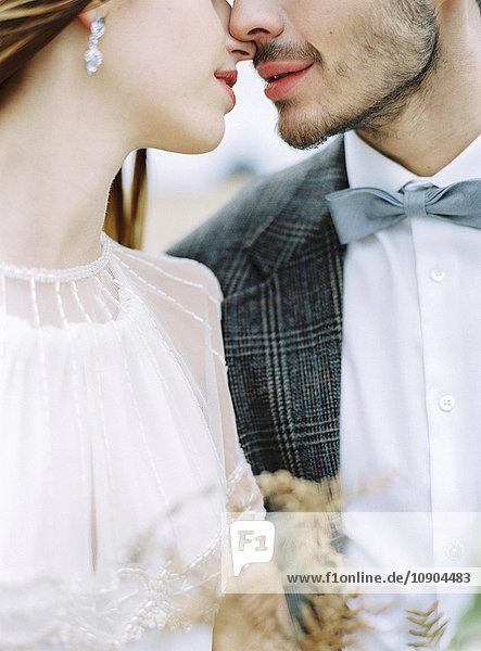 Schweden  Halland  Varberg  Brautpaar von Angesicht zu Angesicht
