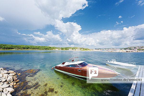 Schweden  Stockholm Archipel  Boote in der Bucht