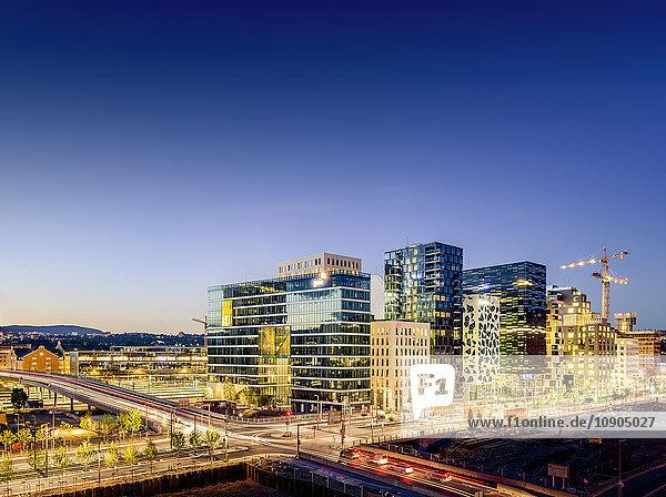 Norwegen  Oslo  Bjorvika  Stadtansicht bei Nacht