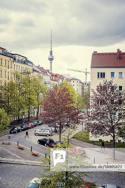 Deutschland  Berlin  Prenzlauer Berg  Hochansicht der Wohnstraße
