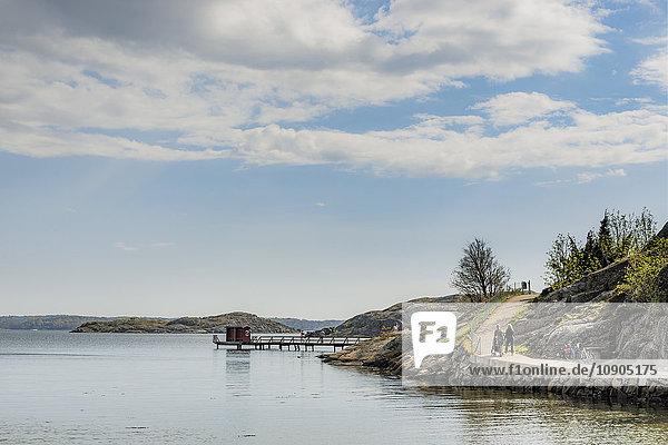 Schweden  Westküste  Bohuslan  Grundsund  Raggardsvik  Bucht mit Pier