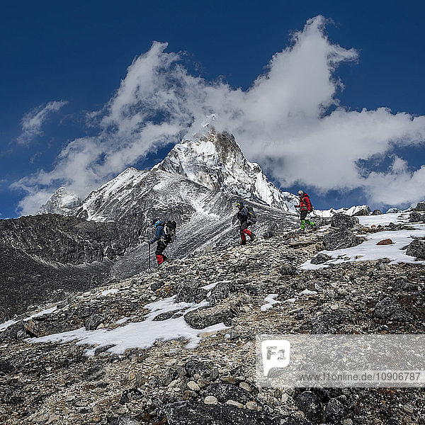 Nepal  Himalaya  Solo Khumbu  Ama Dablam  three Gurkhas trekking