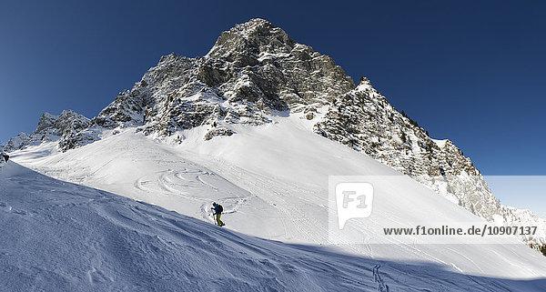 Frankreich  Hautes Alpes  Naturpark Queyras  Saint Veran  Tete de Longet  Skibergsteigen