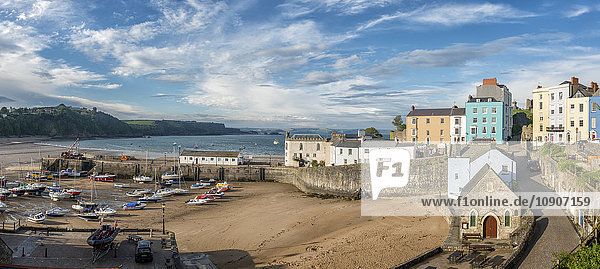 UK  Wales  Pembrokeshire  Tenby  Blick auf den Hafen