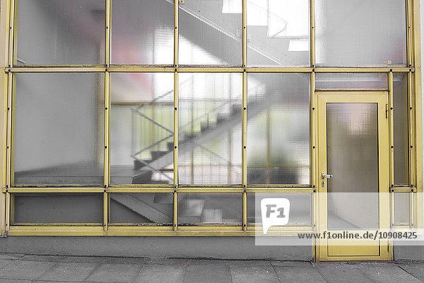 Deutschland  Berlin  Eingangstür des Mehrfamilienhauses im Hansaviertel Deutschland, Berlin, Eingangstür des Mehrfamilienhauses im Hansaviertel