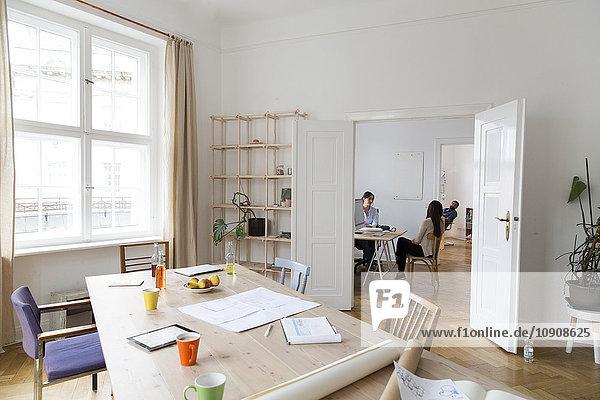 Kreative Profis  die im Büro arbeiten