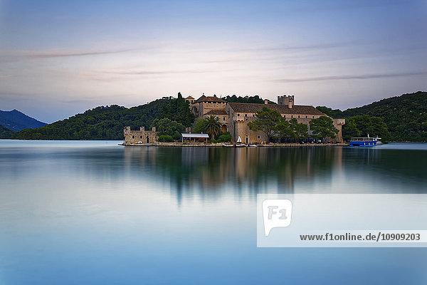 Kroatien  Dalmatien  Dubrovnik-Neretva  Insel Mljet  Insel St. Mary  Benediktinerkloster  Veliko jezero See