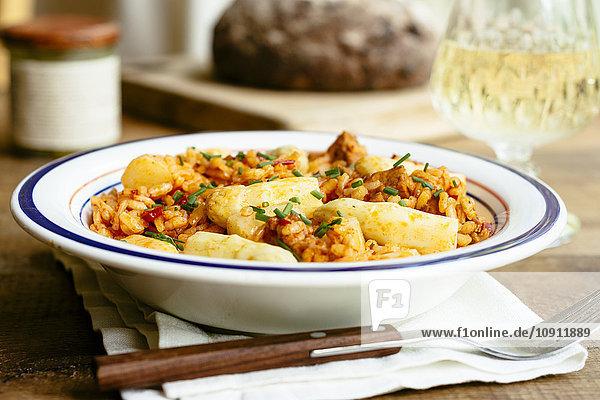 Gebratenes Paprikarisotto mit Spargel und würzigem Tofu Gebratenes Paprikarisotto mit Spargel und würzigem Tofu