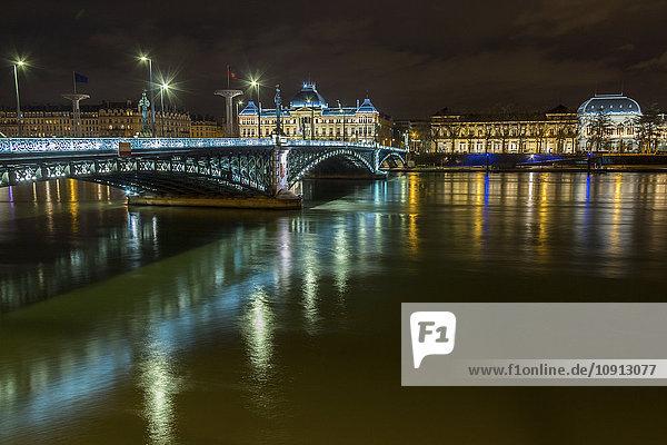 Frankreich  Lyon  Saone und Brücke bei Nacht