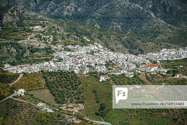 Spanien  Andalusien  Provinz Malaga  Frigiliana  Landschaft von Frigiliana  weiße Stadt an der Costa del Sol