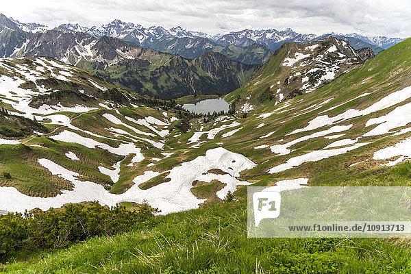 Deutschland  Blick auf Allgäuer Alpen und Seealpsee bei Oberstdorf
