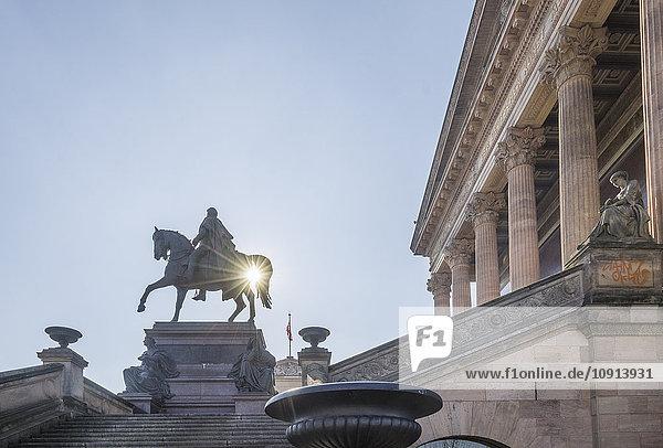 Deutschland  Berlin  Reiterstandbild vor der Alten Nationalgalerie Deutschland, Berlin, Reiterstandbild vor der Alten Nationalgalerie