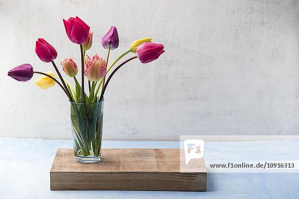 Blumenvase mit Tulpen
