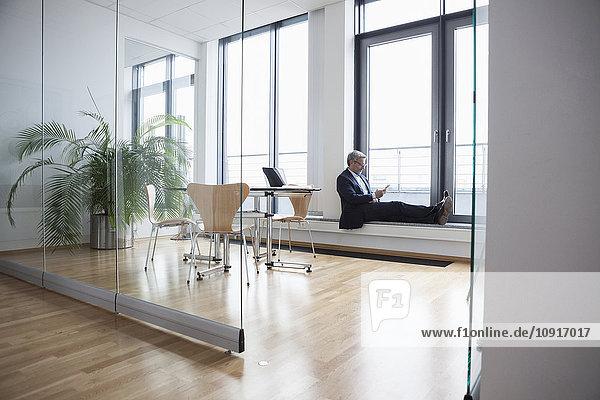 Erfolgreicher Geschäftsmann im Vorstandszimmer
