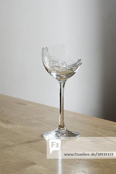 Zerbrochenes Weinglas