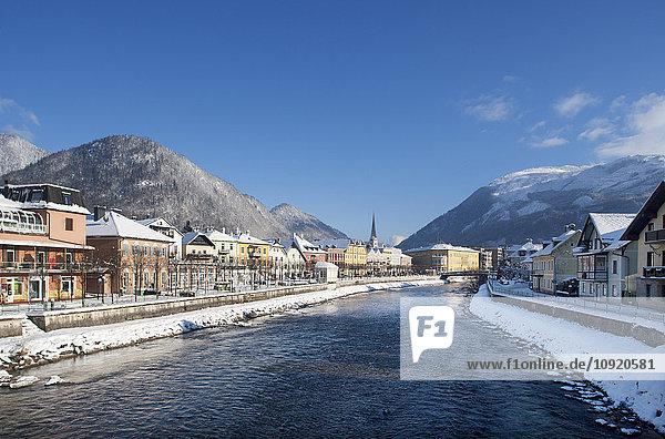 Österreich  Bad Ischl  Kurstadt  Traun im Winter