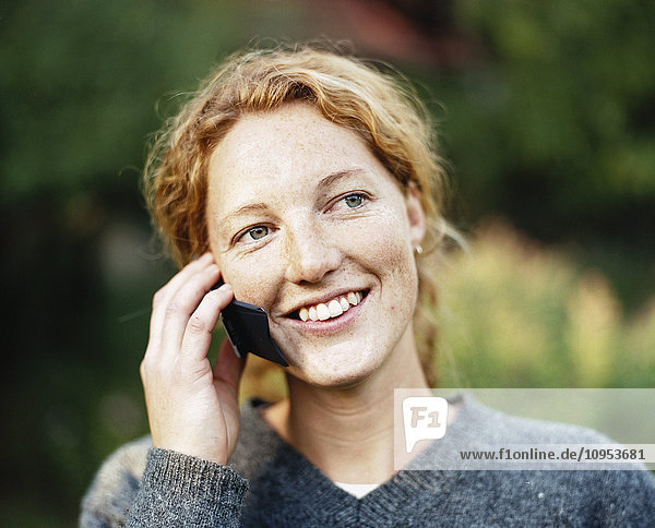 Portrait of a woman talking in the phone.