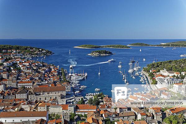 Kroatien  Insel Hvar  Hvar und Hafen