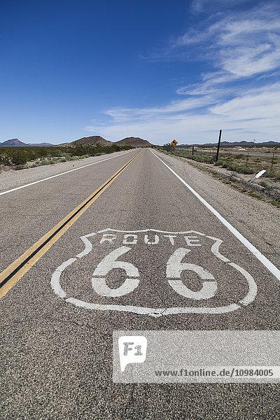 USA  Kalifornien  Mojave-Wüste  Ansicht der leeren Route 66